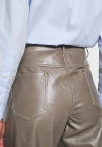 Bally - LEATHER TROUERS - Leather trousers - dove - 5