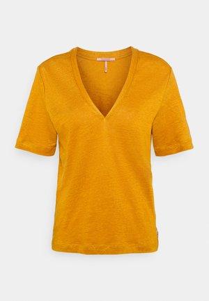 CLASSIC TEE WITH V NECKLINE - Basic T-shirt - marigold