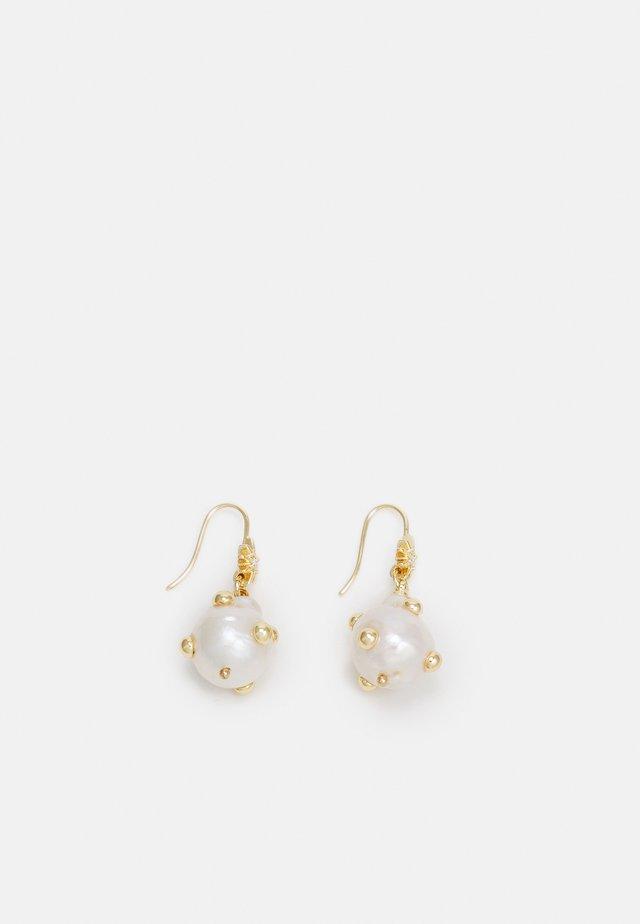 STUDDED BAROQUE DROP EARRING - Earrings - gold-coloured