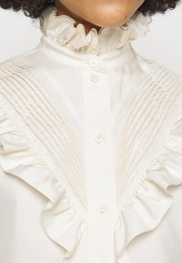 Victoria Beckham - VICTORIAN DETAIL BLOUSE - Button-down blouse - off white - 7