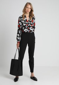 J.CREW TALL - CAMERON SEASONLESS STRETCH - Kalhoty - black - 1