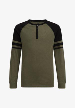 JONGENS MET COLOURBLOCK - T-shirts print - army green