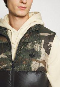 adidas Originals - VEST - Waistcoat - campri/black - 5