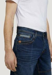 TOM TAILOR - MORRIS  - Denim shorts - mid stone wash denim - 4