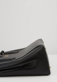 MICHAEL Michael Kors - MAE TOTE MERCER PEBBLE - Handbag - black - 8