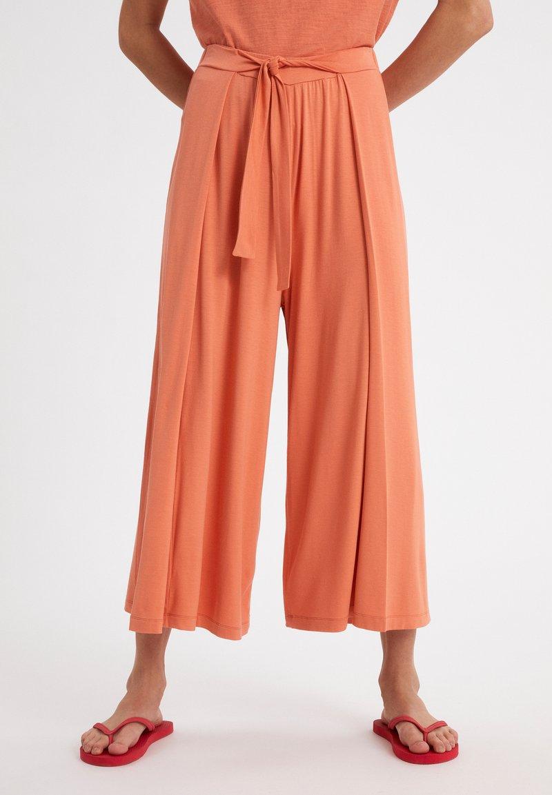ARMEDANGELS - KAROLINAA - Trousers - burned mandarin