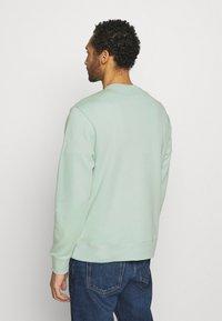 Nike Sportswear - CLUB CREW - Sweatshirts - pistachio frost - 2