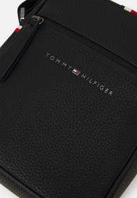 Tommy Hilfiger - ESSENTIAL MINI REPORTER UNISEX - Across body bag - black - 3