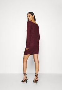 Missguided - AYVAN OFF SHOULDER JUMPER DRESS - Robe pull - burgundy - 2