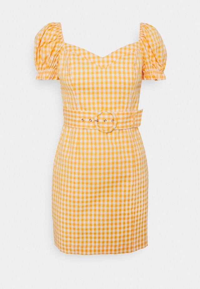 NAKITA UTILITY BARDOT DRESS - Sukienka koktajlowa - yellow gingham
