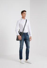 Emporio Armani - Camisa elegante - white - 1