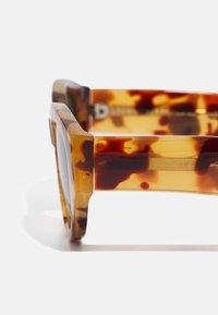 A.Kjærbede - WINNIE - Sunglasses - demi light brown transparent - 2