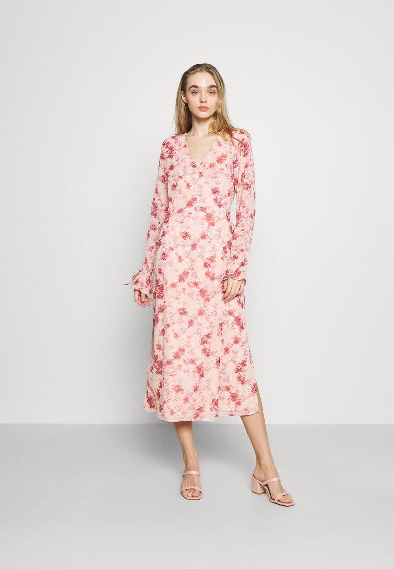 NA-KD - TIE STRAP OVERLAP DRESS - Day dress - rose