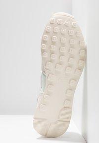 Nike Sportswear - INTERNATIONALIST - Trainers - pale ivory/summit white/white - 6