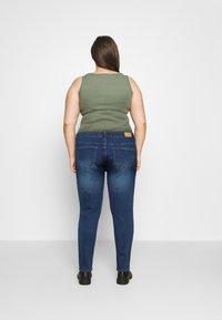 Vero Moda Curve - VMHANNA - Jeans Skinny Fit - medium blue denim - 2