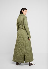 House of Holland - LONGLINE QUILTED TAILORED - Cappotto classico - khaki - 2