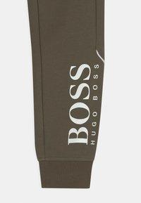 BOSS Kidswear - Pantalones deportivos - khaki - 2