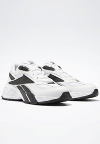 Reebok Classic - EVZN SHOES - Joggesko - white - 3