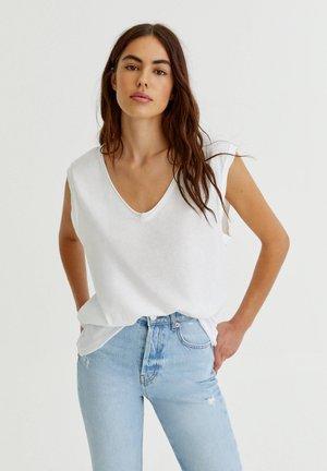 MIT V-AUSSCHNITT - T-shirt basique - white
