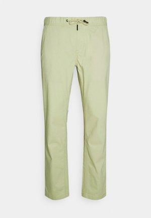 SCANTON DOBBY TRACK PANT - Pantalon classique - bay laurel