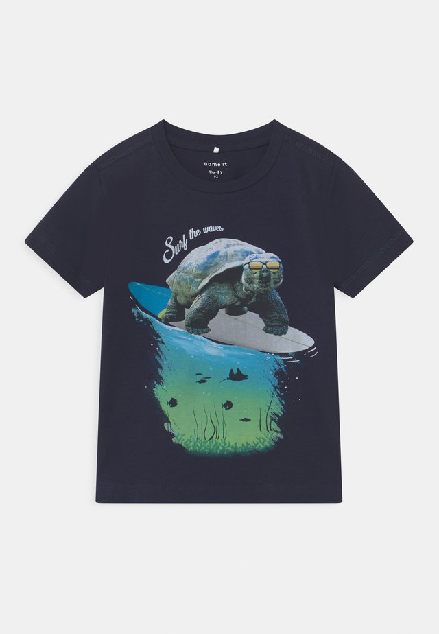 NMMFOCEAN - Camiseta estampada - dark sapphire
