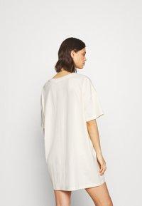 Cotton On Body - 90'S TSHIRT NIGHTIE - Koszula nocna - white - 2