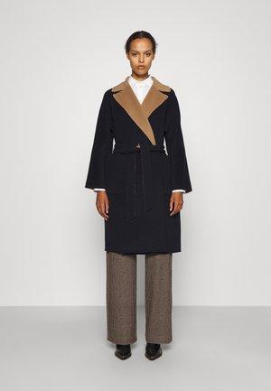 RAIL - Classic coat - navy/camello