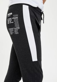 DeFacto - Pantaloni sportivi - anthracite - 4