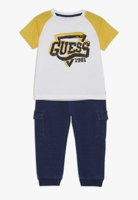 Guess - PANTS BABY SET - Trousers - true white - 0