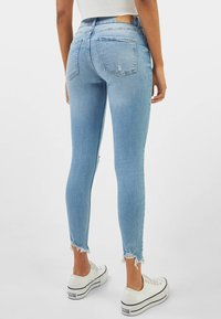 Bershka - LOW WAIST - Jeans Skinny Fit - Light Blue - 2