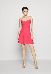 Hervé Léger - Sukienka z dżerseju - burnt rose - 0