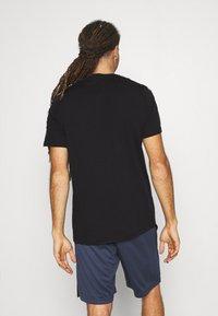 Reebok - TAPE TEE - T-shirt med print - black - 2