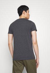 Tommy Hilfiger - Basic T-shirt - grey - 2