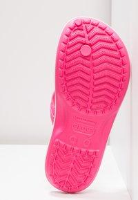 Crocs - CROCBAND FLIP - Domácí obuv - paradise pink/white - 6