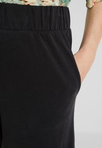 Monki - CILLA FANCY TROUSERS - Trousers - black - 4