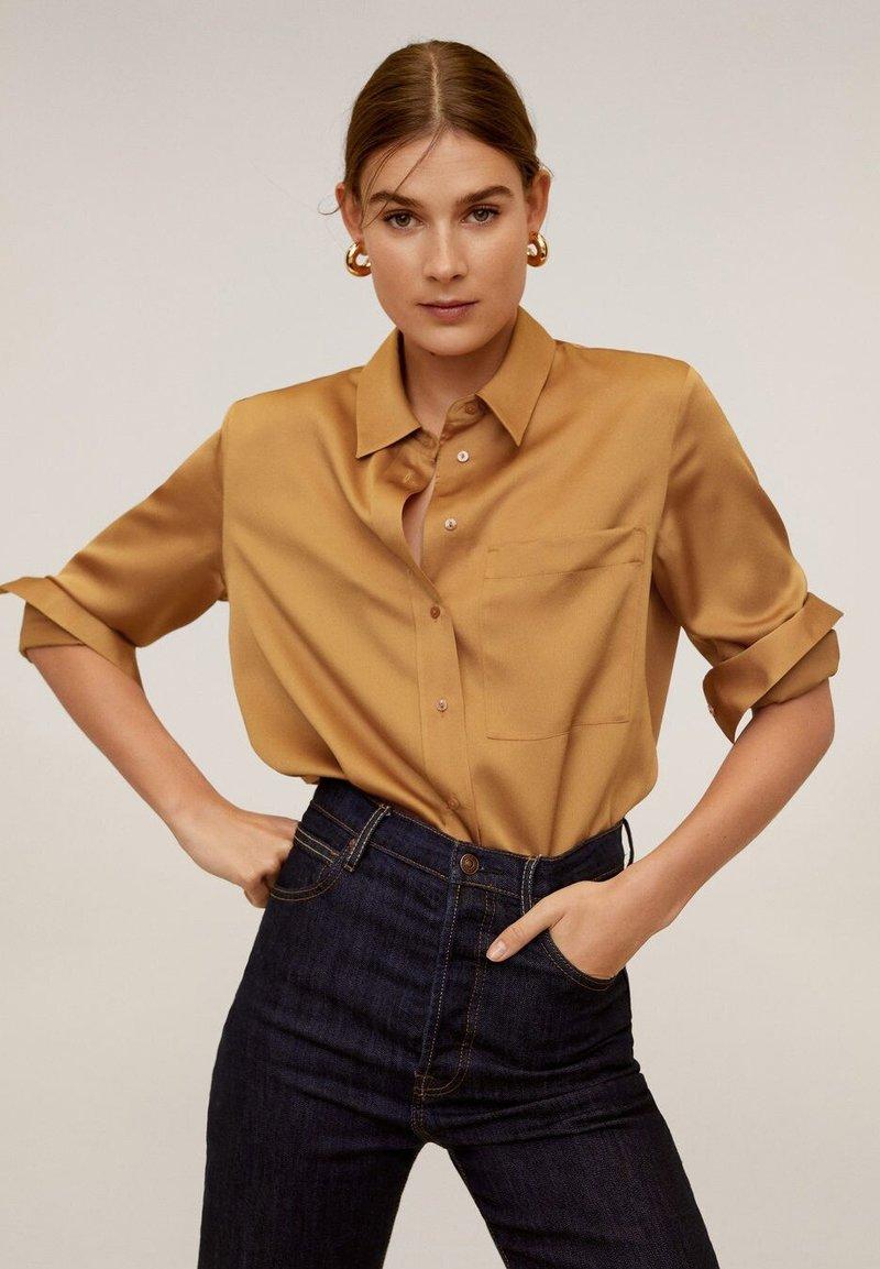 Mango - SATINI - Skjortebluser - okker