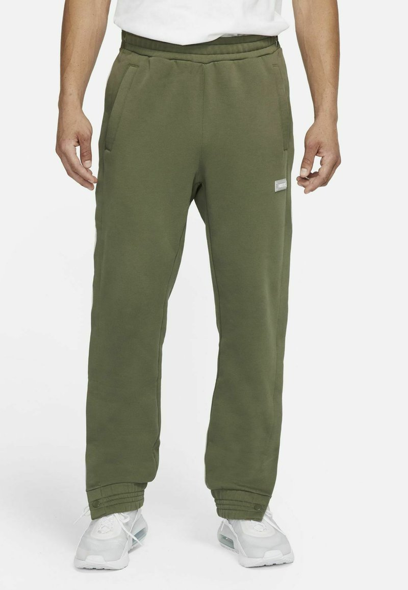 Nike Performance - FC PANT - Träningsbyxor - medium olive/clear