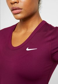 Nike Performance - DRY - Basic T-shirt - bordeaux/white - 5