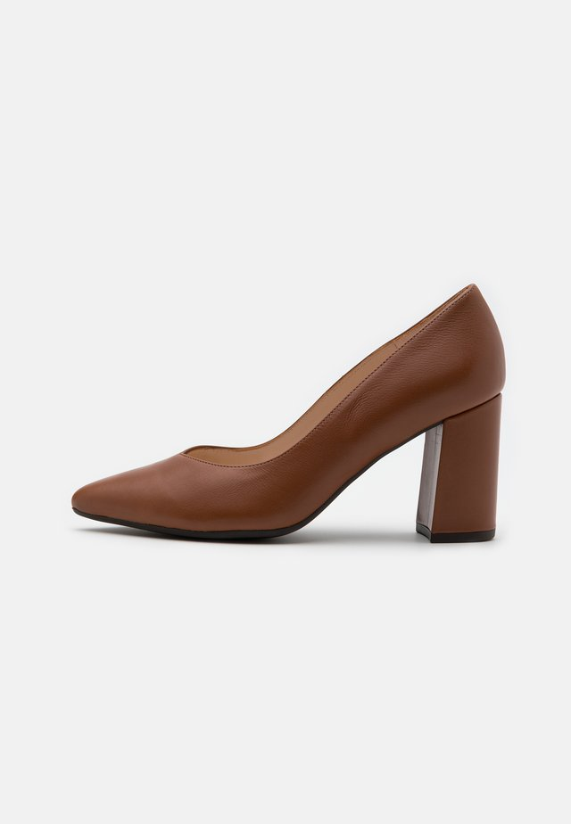 LYNSEY - Klassiske pumps - peanut mellow