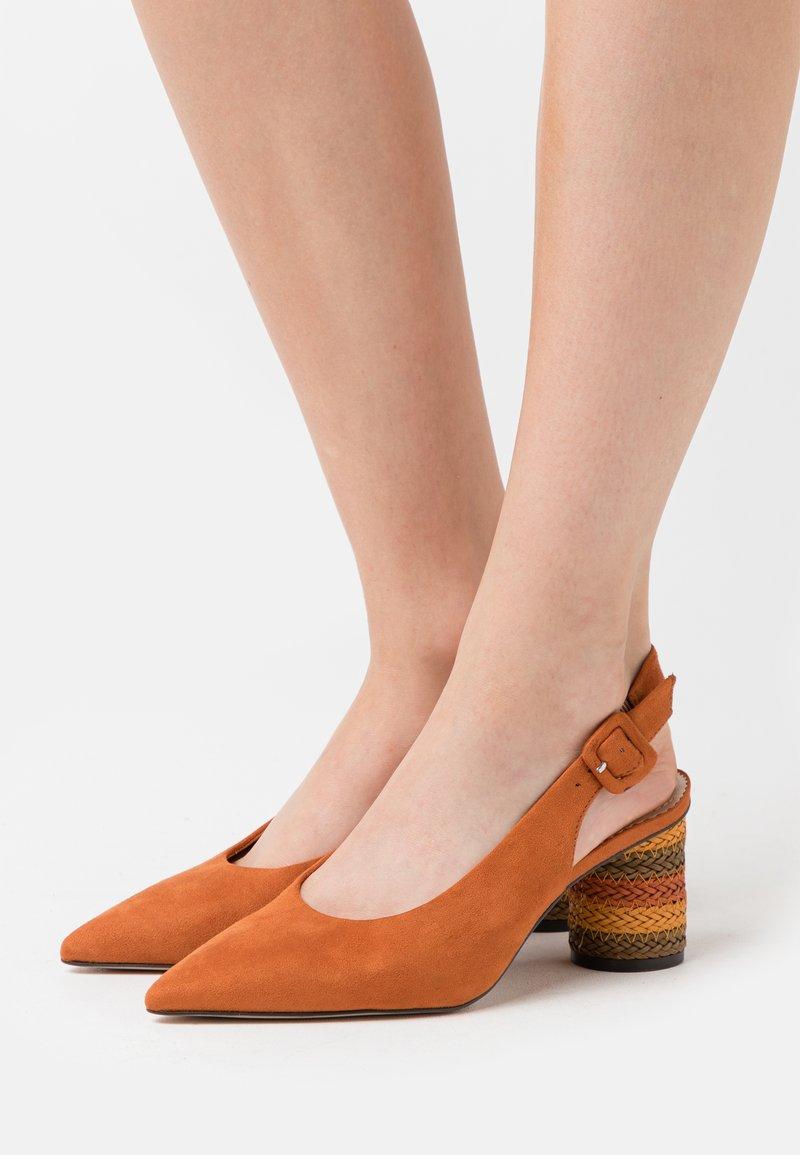 PARFOIS - Klasické lodičky - orange