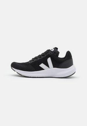 MARLIN - Neutralios pronacijos bėgimo bateliai - black/white