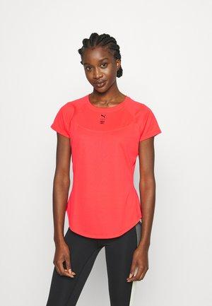 TRAIN FIRST MILE HIGH NECK TEE - Print T-shirt - sunblaze