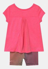 Nike Sportswear - BIKER SET - Kraťasy - pink/multi-coloured - 1