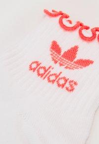 adidas Originals - RUFFLE SOCK - Skarpety - white - 1