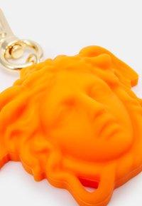 Versace - MEDUSA SCULTURA UNISEX - Klíčenka - orange - 2