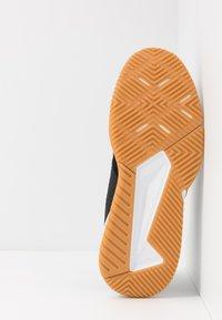 adidas Performance - COURT TEAM BOUNCE - Boty na házenou - core black/silver metallic/footwear white - 4