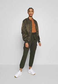 ONLY - ONLPOPTRASH  - Cargo trousers - forest night - 1