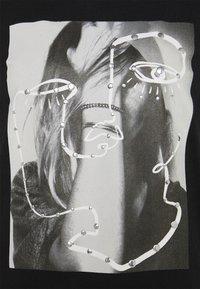 ONLY - ONLKITA LIFE FACE DOT BOX - Camiseta estampada - black - 5