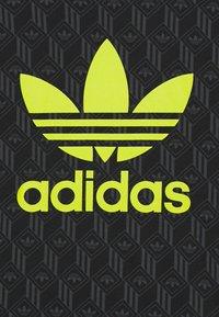 adidas Originals - TEE - T-shirt con stampa - black - 3