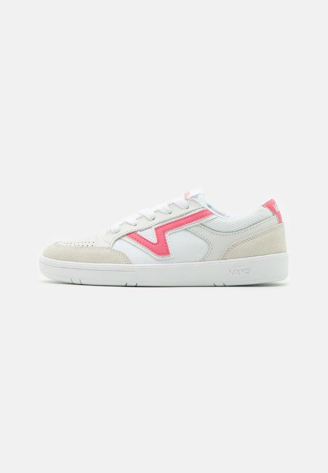 LOWLAND  - Sneakers laag - true white/pink lemonade